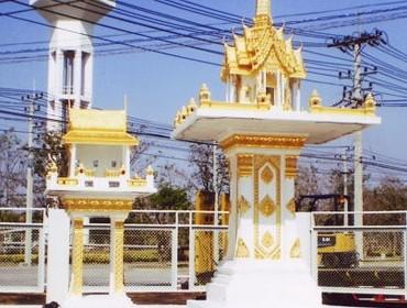 3 ชั้นพิเศษ (หินขัด) สีทอง พร้อมโต๊ะบูชา ทรงไทยเรือนขวาง