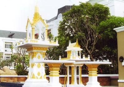 พระพรหม 9 นิ้ว พร้อมโต๊ะบูชา ทรงไทยหน้าตรง