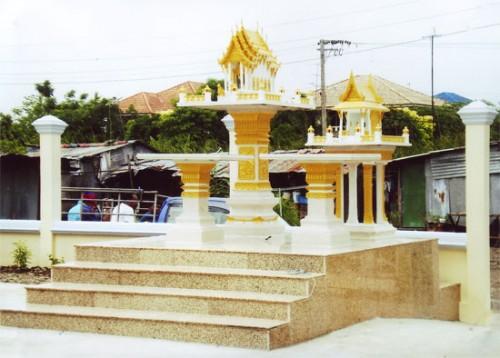 โบสถ์ใหญ่ พร้อมโต๊ะบูชา ทรงไทยหน้าตรง
