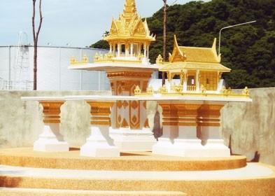 ปราสาทใหญ่ หินขัด พร้อมโต๊ะบูชา ทรงไทยหน้าตรงพิเศษ