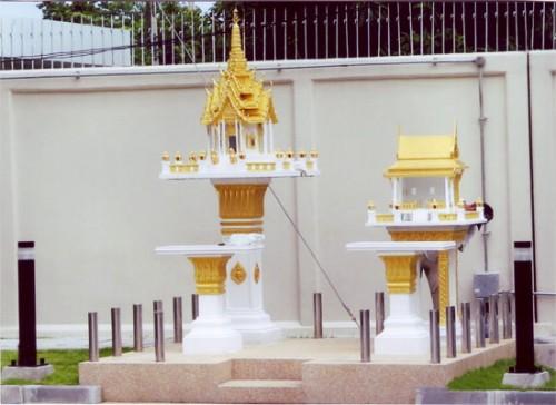 ศาล 3 ชั้นใหญ่ (หินขัด) ทาสีทอง พร้อมโต๊ะบูชา ทรงไทยเรือนขวาง