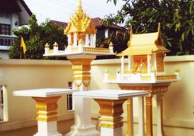 ศาล 3 ชั้นกลาง พร้อมโต๊ะบูชา(หินขัด) ทาสีทอง ทรงไทยเรือนขวาง