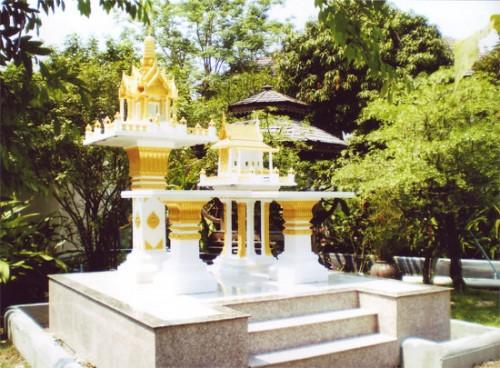 ปราสาทเล็ก(หินขัด) สีทองพร้อมโต๊ะ ทรงไทยเรือนขวาง